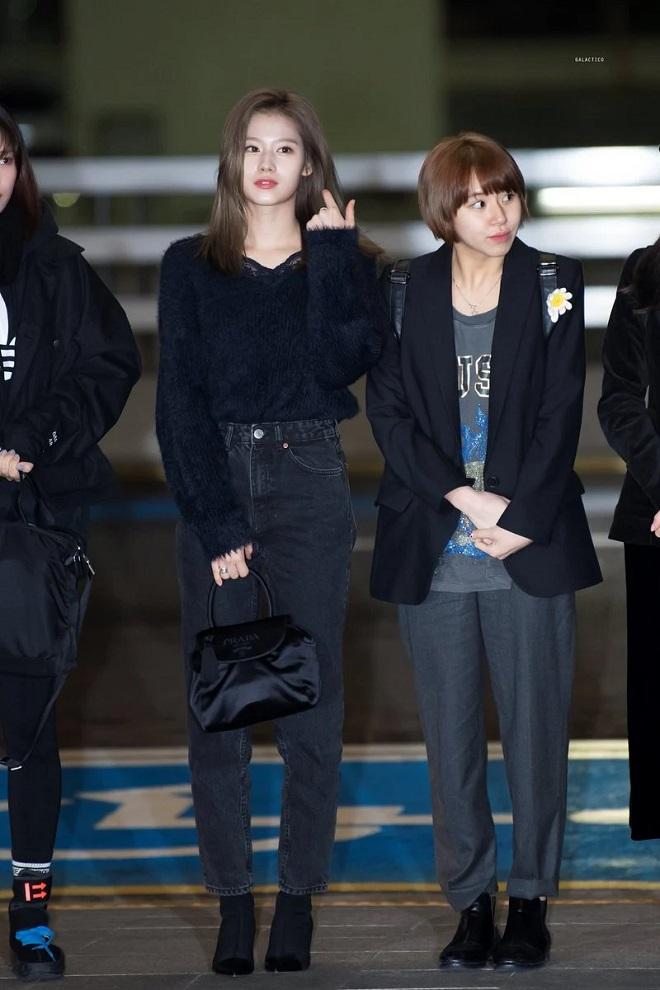 Goo Hara qua đời, sao Kpop mặc đồ đen qua Việt Nam, AAA 2019, Twice, Kang Daniel, TXT, NU'EST, Yoona, Loona, SNSD, Stray Kids, Red Velvet