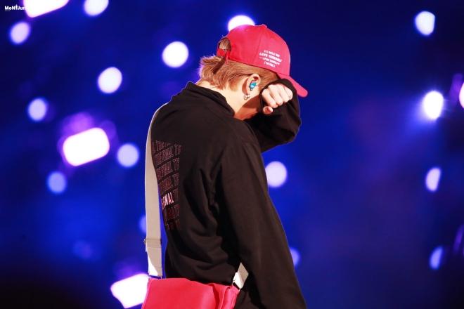 BTS, Love Yourself: Speak Yourself, rm bts, RM khóc trên sân khấu, BTS idol, bts thành viên, bts youtube, bts 2019, bts jungkook, bts khóc