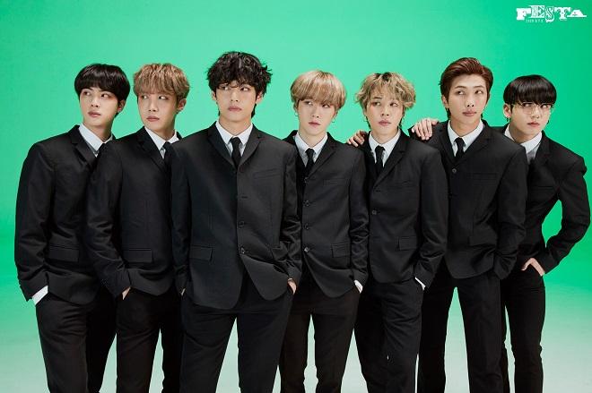 BTS, Jin, mắc cỡ, đỏ cả tai, Jin BTS tự khen mình. Tính cách của Jin BTS, BTS Festa 2020, BTS sinh nhật, BTS tin tức, BTS thành viên, BTS Jin