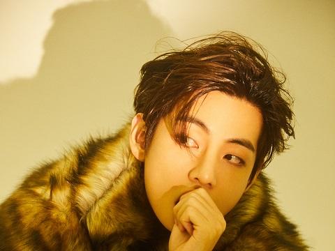 Ngắm bộ ảnh cực 'nóng' của V BTS trên tạp chí 'Weverse'