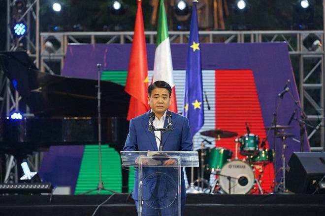 Chủ tịch UBND Hà Nội, Nguyễn Đức Chung, được trao tặng Huân chương Công trạng của Italia, Ý