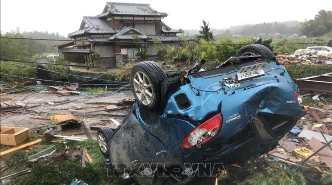 Động đất rung chuyển Tokyo Nhật Bản trong lúc siêu bão đổ bộ