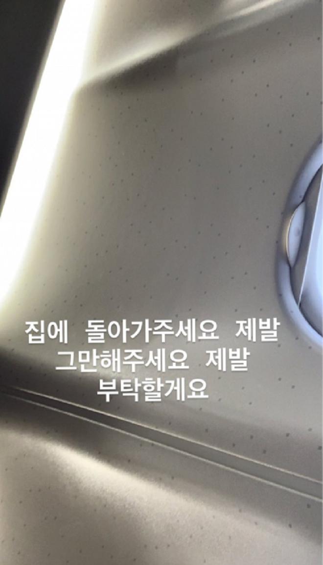 Twice, Nayeon Twice, kẻ theo dõi Nayeon, kẻ theo lén Nayeon, Lo sợ trước thông điệp cầu xin của Twice trên Instagram, Twice tin tức, Twice Instagram