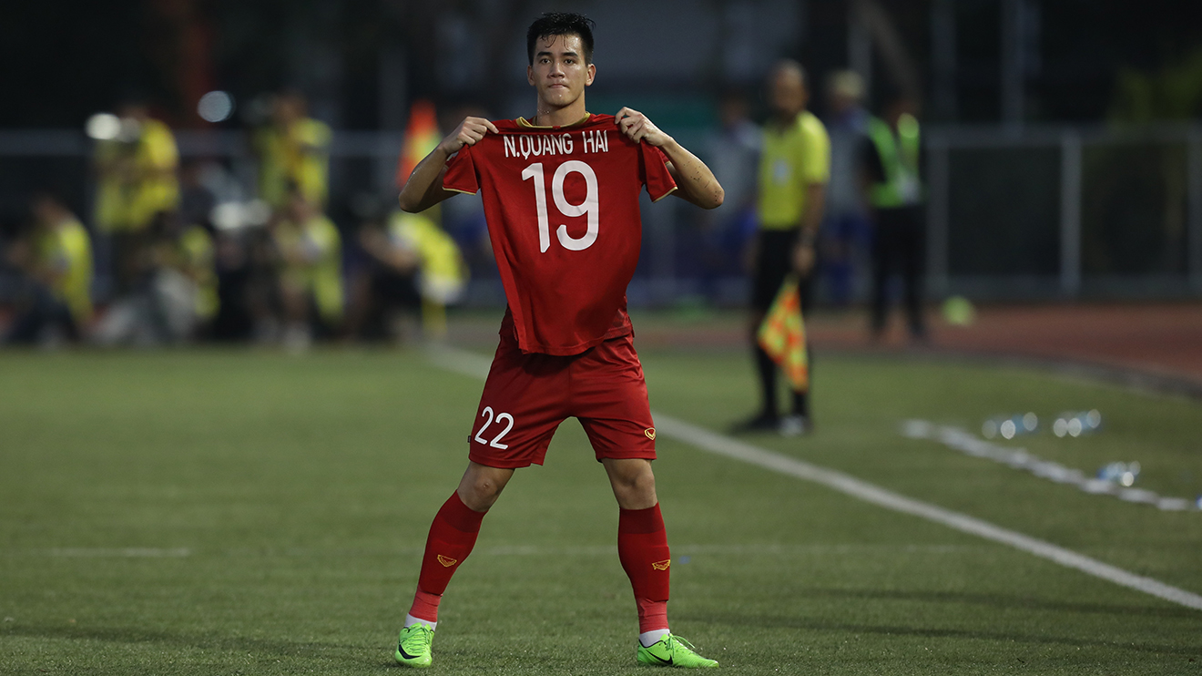 Bóng đá Việt Nam hôm nay: Tiền đạo tuyển Việt Nam hy vọng sớm hết dịch Covid-19