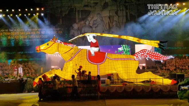 VIDEO: Ngắm đèn Trung thu 'siêu khổng lồ' trên đường phố Tuyên Quang