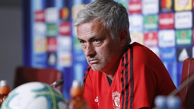 Mourinho hãy ngừng ca thán và chứng tỏ vì sao ông là Người đặc biệt