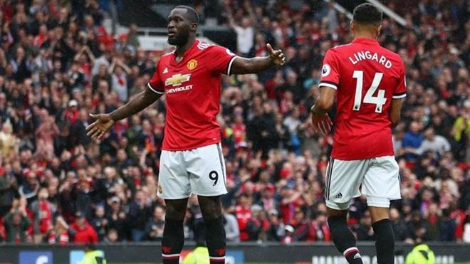 Mourinho lại chỉ trích fan M.U để bảo vệ Lukaku
