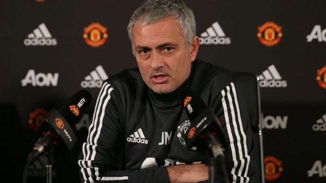 CẬP NHẬT sáng 24/12: Mourinho chỉ trích gay gắt cầu thủ M.U. Zidane chỉ còn một cách tránh bị sa thải