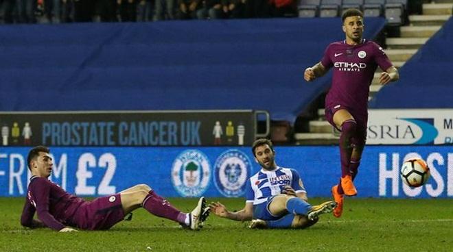 ĐIỂM NHẤN Wigan 1-0 Man City: Man City không hề 'buông'. Premier League phải 'học' Wigan