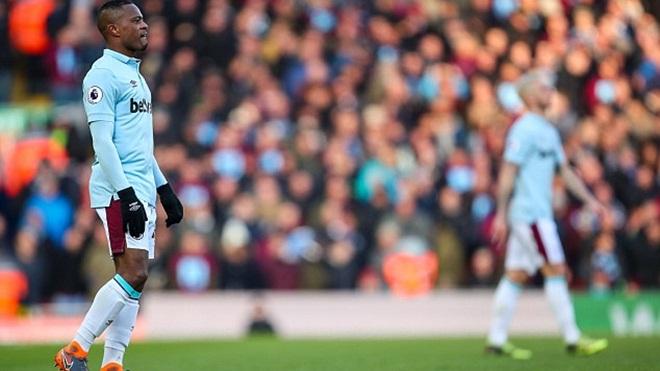 Bức xúc vì fan Liverpool nhạo báng Patrice Evra, 'trả thù' vụ Suarez