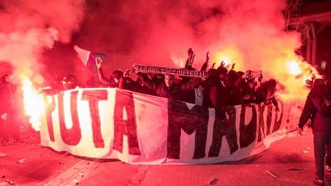 CĐV PSG đánh trống cả đêm trước khách sạn của Real Madrid, không cho đối thủ ngủ