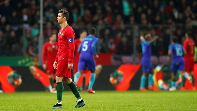 Cristiano Ronaldo tịt ngòi, Bồ Đào Nha thảm bại trước Hà Lan