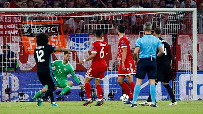Zidane: 'Real kiểm soát tốt trận đấu'. Jupp Heynckes: 'Real dễ tổn thương, Bayern còn hy vọng'