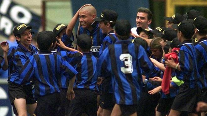Tròn 20 năm kể từ ngày Ronaldo 'béo' vươn tầm hiện tượng đặc biệt của bóng đá thế giới