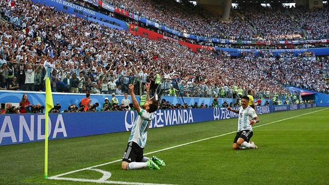 Argentina vào vòng 1/8: Để giữ lại những nụ cười Messi...