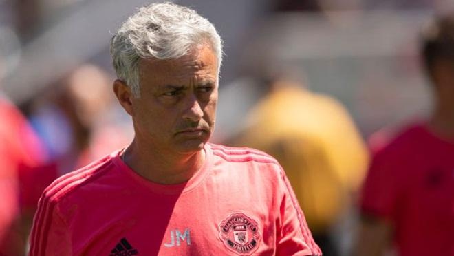 M.U mất đoàn kết, mua sắm khiêm tốn, Mourinho thực sự lâm nguy