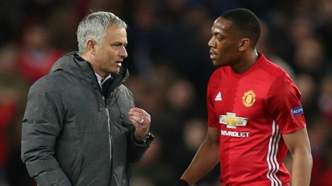 Vì sao Mourinho nên bán ngay Anthony Martial?
