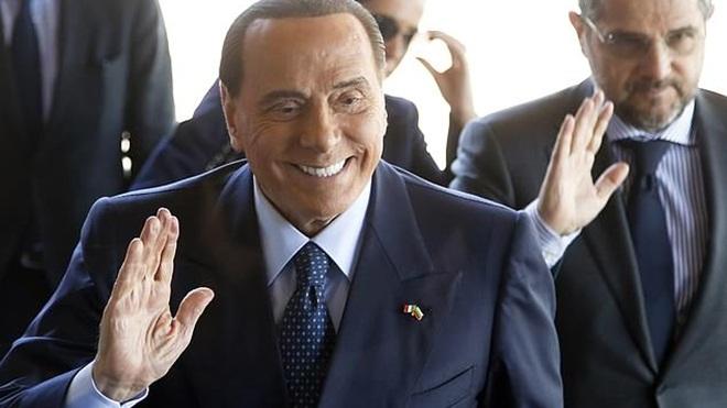 Kaka tái xuất sân cỏ, chơi cho đội bóng của ông chủ cũ Silvio Berlusconi