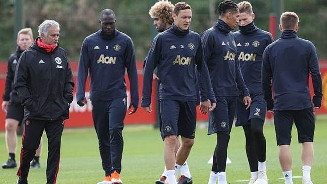 Mourinho: 'Tôi vẫn ngây thơ như đứa trẻ nhưng không tin có cầu thủ nào chống đối'