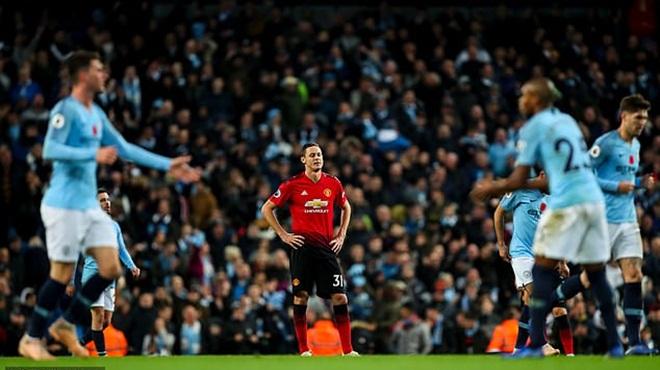 Mourinho mù quáng dùng Matic, nội bộ M.U nghi ngờ