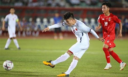 Việt Nam vs Campuchia: Nỗi lo lớn nhất của ông Park bây giờ là... Quang Hải