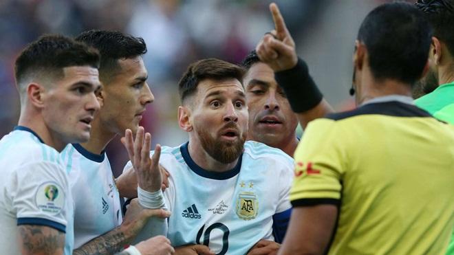 Argentina vs Chile, video Argentina 2-1 Chile, Messi thẻ đỏ, Messi chỉ trích Copa America, Copa America 2019 giải đấu thối nát, Brazil được thiên vị, Messi chỉ trích