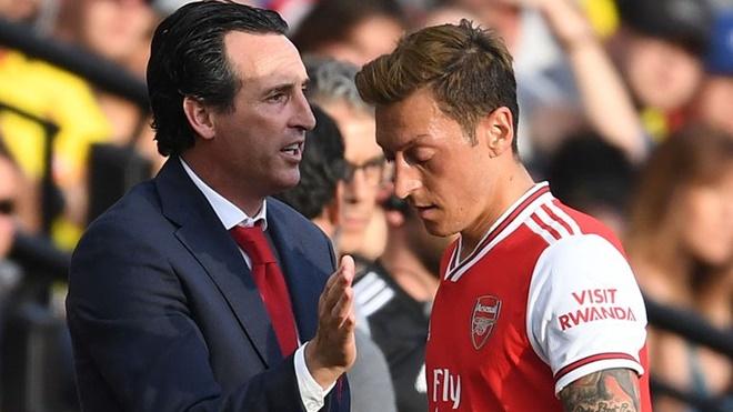 Vì sao Oezil bị thất sủng ở Arsenal dù chơi đầy sáng tạo?