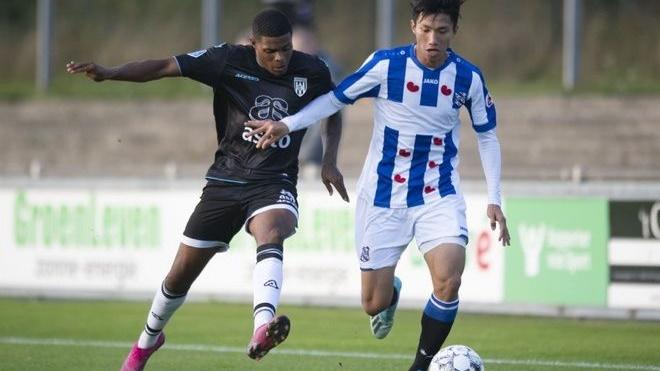 Văn Hậu khó ra sân ở đội 1 vì HLV Heerenveen dùng người cực đoan