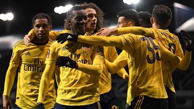 Portsmouth 0-2 Arsenal: Sao trẻ rực sáng, Arsenal vào tứ kết cúp FA