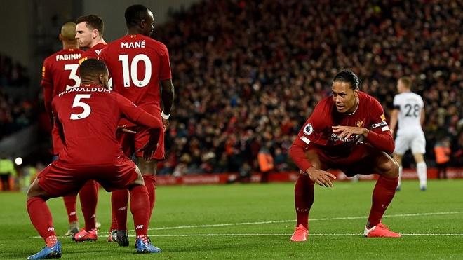 Liverpool lập hàng loạt kỷ lục, phô bày sức mạnh tập thể khủng khiếp ra sao?