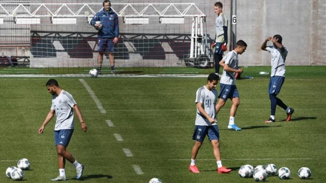 Các CLB Bundesliga tập trở lại: Chiếm lợi thế hay phải trả giá?