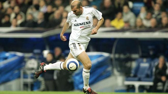 Đội hình tiêu biểu toàn đồng đội cũ của Zidane gồm những ai?