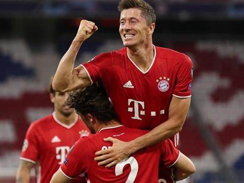 Lewandowski ghi bàn quên tuổi tác, Barca lo sợ là vừa!
