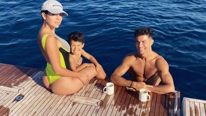 Bong da, Tin tức bóng đá, Ronaldo mua du thuyền mới, Ronaldo ăn mừng, Juventus vô địch Serie A, Ronaldo. Cristiano Ronaldo, CR7, Ronaldo và bạn gái, Juve vô địch Serie A