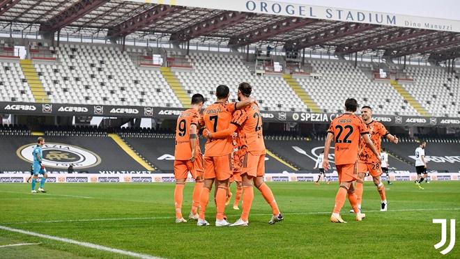 Spezia 1-4 Juventus: Ronaldo lập cú đúp ngày tái xuất, Juventus lên nhì bảng