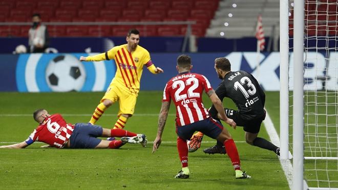 Atletico 1-0 Barcelona: Messi im tiếng, Barcelona lại thua, tụt xuống thứ 10 La Liga