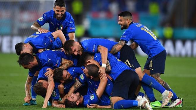 ĐIỂM NHẤN Ý 3-0 Thụy Sỹ: Thắng đậm, giành vé sớm nhưng... chưa đã