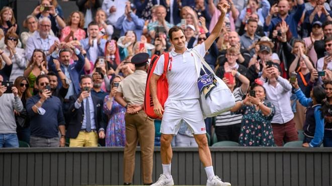Tứ kết Wimbledon: Federer thua nhanh tay vợt nằm ngoài top 10 thế giới