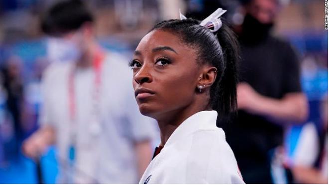 TIẾT LỘ: Simone Biles nén nỗi đau mất người thân, giành huy chương Olympic