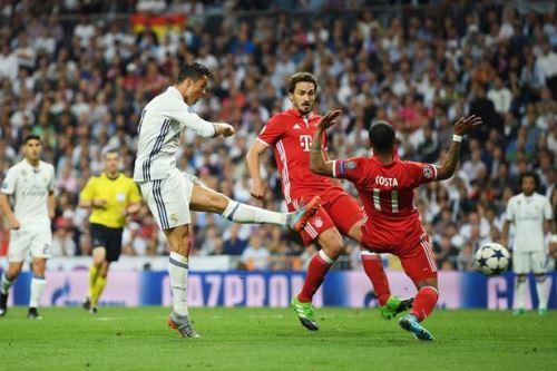 Ronaldo lập hat-trick vào lưới Bayern Munich