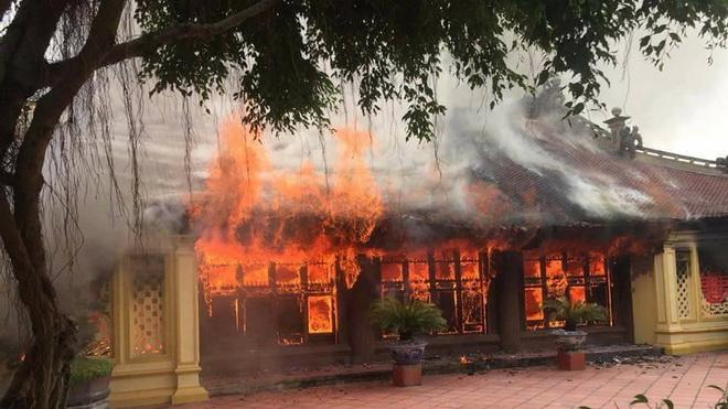 Di tích Quốc gia Đình Lưu ở Thái Bình bị lửa thiêu rụi
