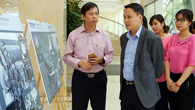 TTXVN bày 17 tác phẩm ảnh đạt giải thưởng Hồ Chí Minh và giải thưởng Nhà nước