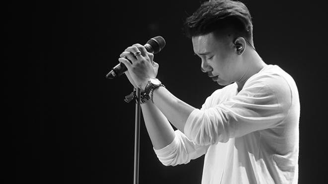 Đông Hùng ra mắt MV 'Lũ đêm' sau khi 'chê' Dương Hoàng Yến 'chưa đủ tầm'