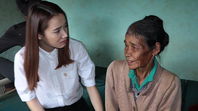 Nhã Phương, Lê Cát Trọng Lý xuất hiện giản dị trong chương trình 'Cả nước chung tay vì người nghèo'