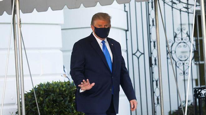 Tổng thống Mỹ bất ngờ xuất hiện ngoài bệnh viện