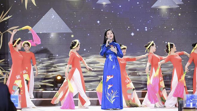 Ca sĩ Phương Nga: Xúc động khi hát 'Bài ca phụ nữ Việt Nam'
