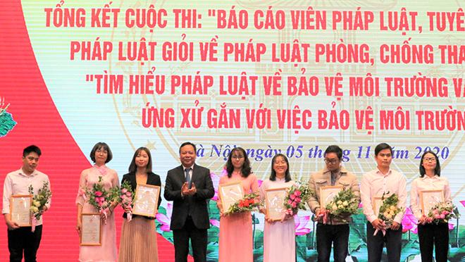 Hà Nội hưởng ứng Ngày Pháp luật Việt Nam