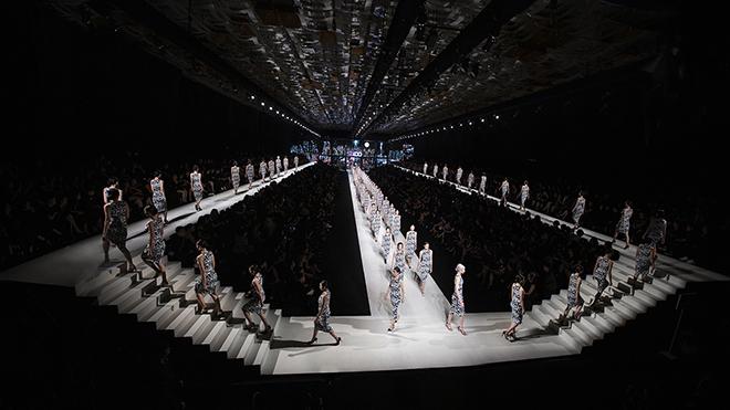 Những con số tạo nên thành công show diễn thời trang 'khủng' của NTK Đỗ Mạnh Cường