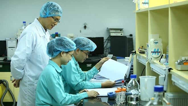 Tiếp tục thử nghiệmvaccine ngừa COVID-19 cho 3 tình nguyện viên đầu tiên