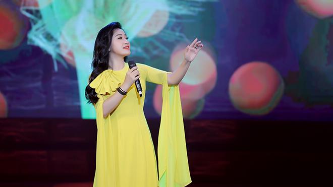 Sao Mai Bích Hồng và dàn nghệ sĩ tham gia chương trình 'Tiếng mùa Xuân'